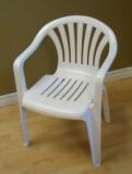 Chaise résine blanche avec bras